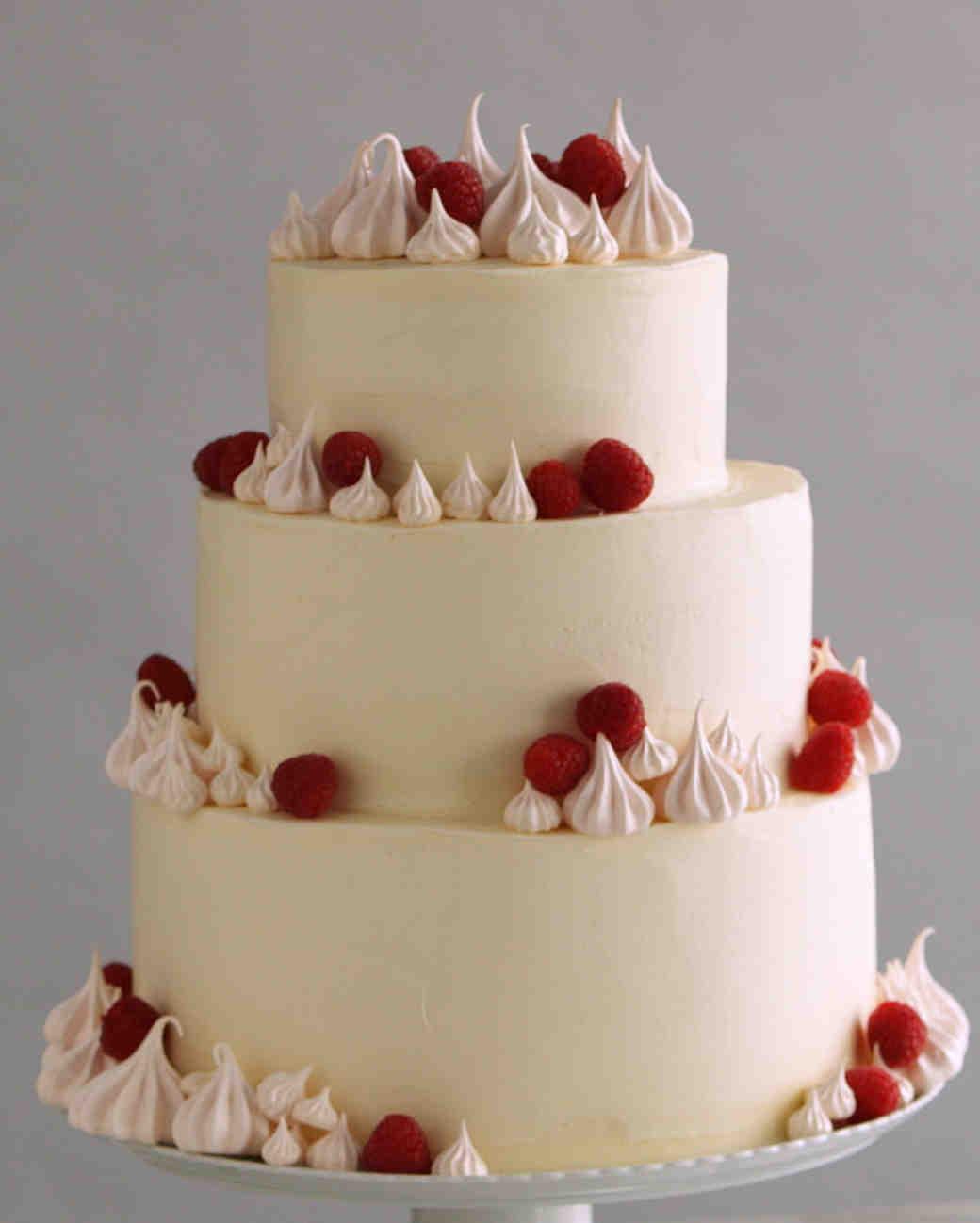 3 Easy Ways to Upgrade a White Wedding Cake