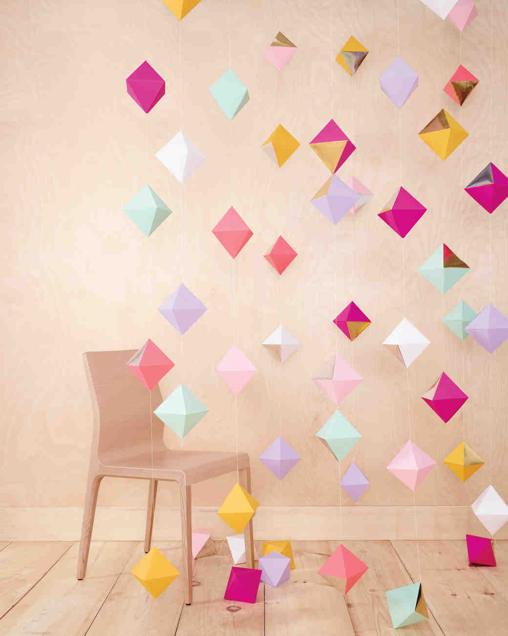 10 diy origami ideas for your wedding martha stewart for Decoration origami