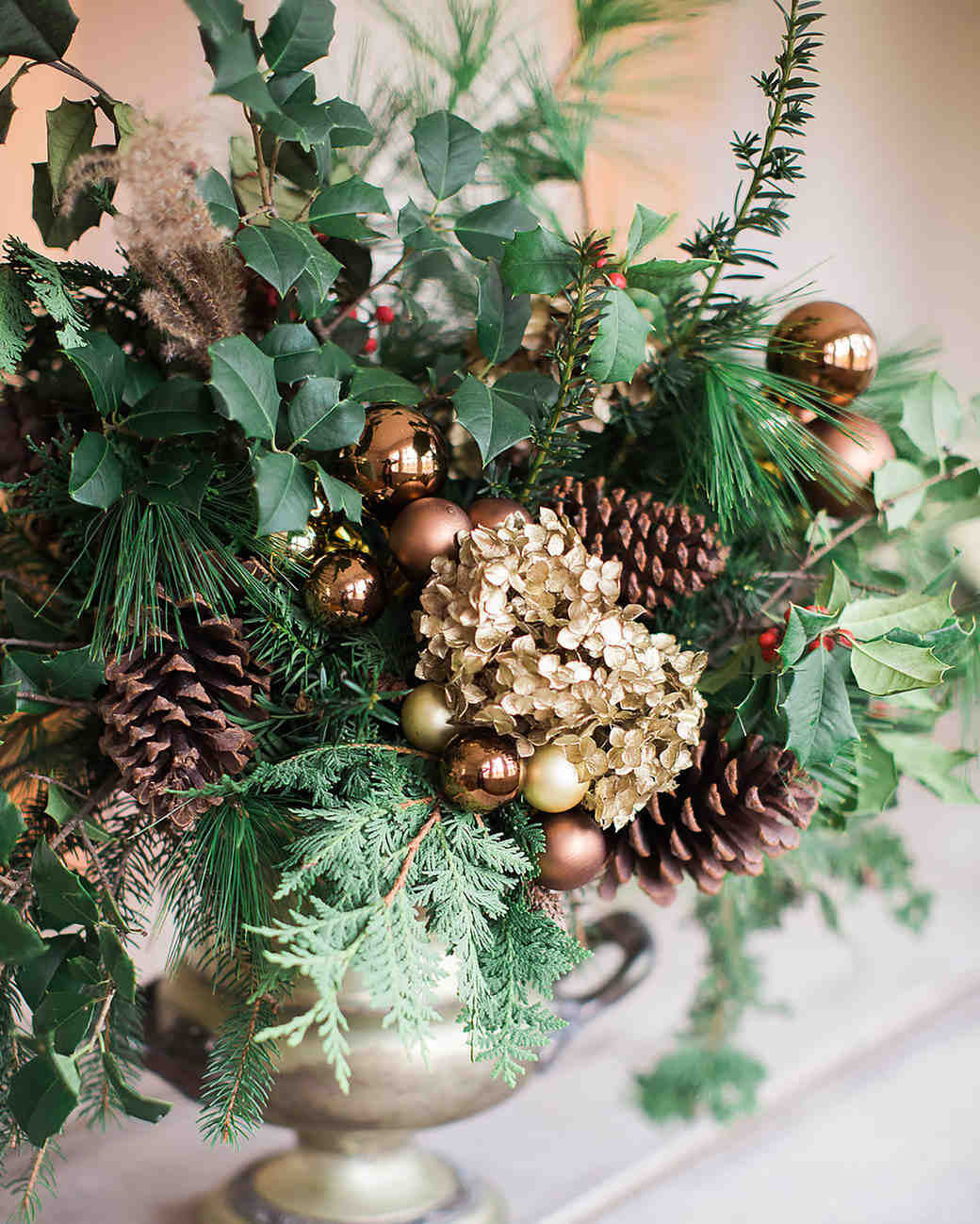 Ways to upgrade holiday flowers—inspired by weddings