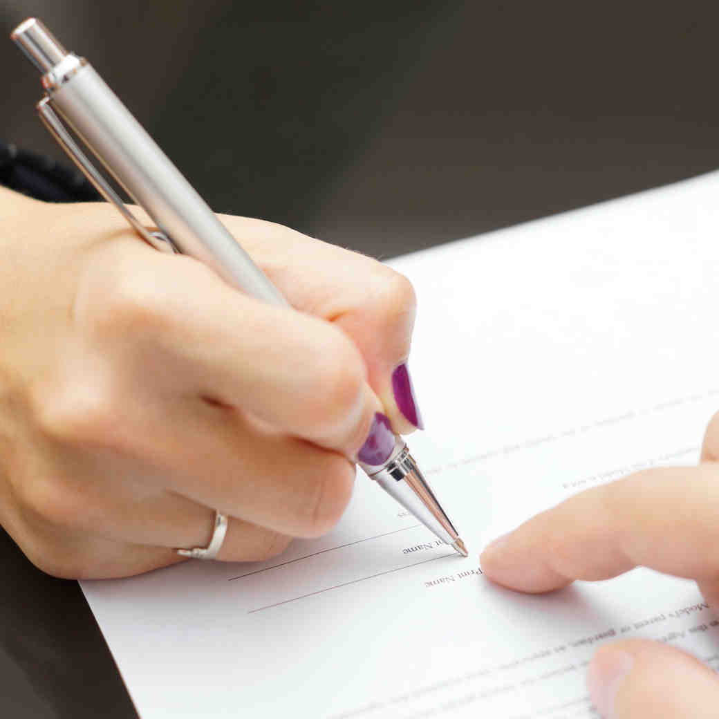 8 Things to Do Before Signing a Wedding Contract