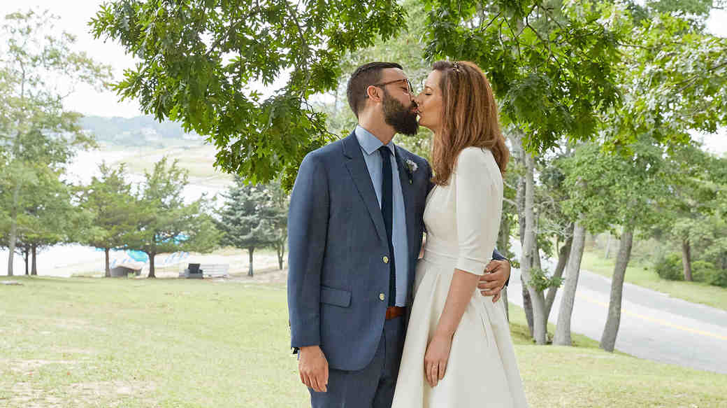 katie samuel couple kiss