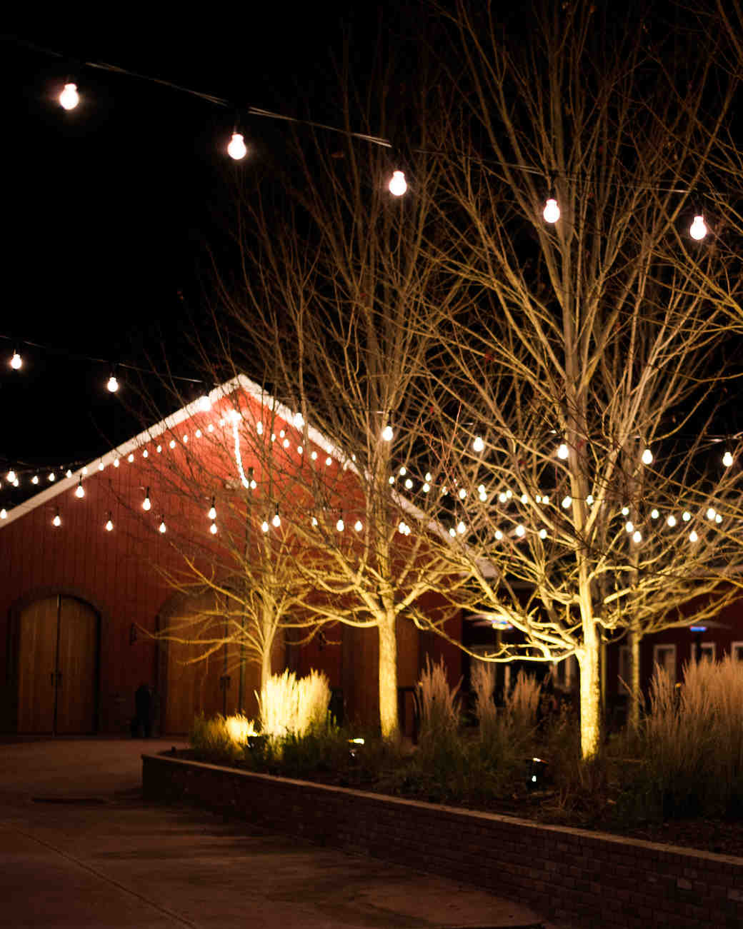 rustic-wedding-handbook-venues-crooked-willow2-0914.jpg