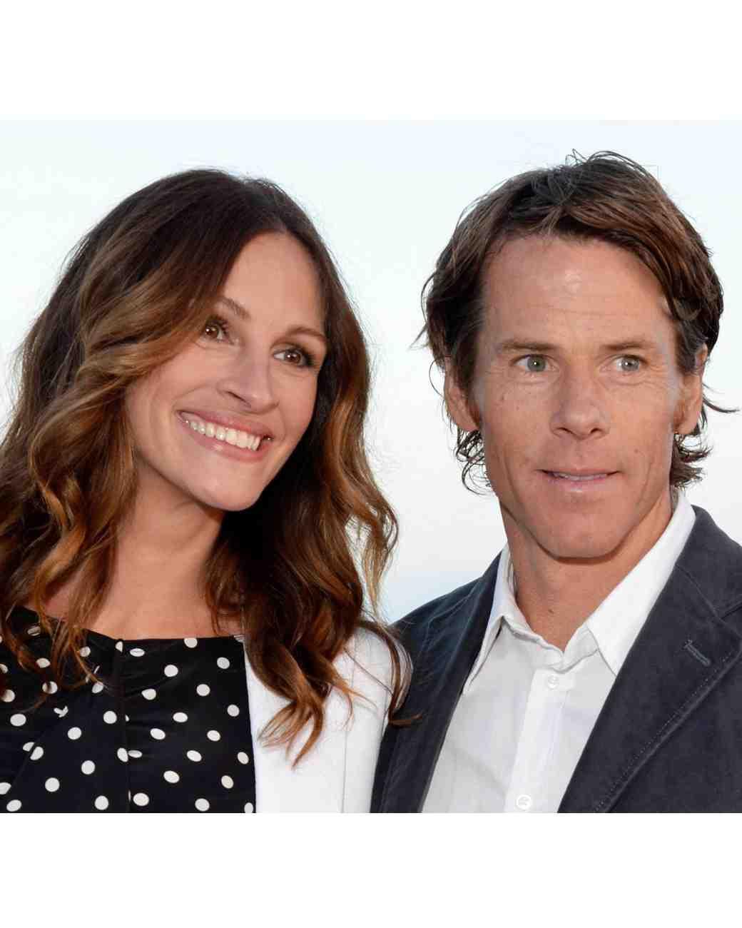 secret-celebrity-weddings-julia-roberts-danny-moder.jpg