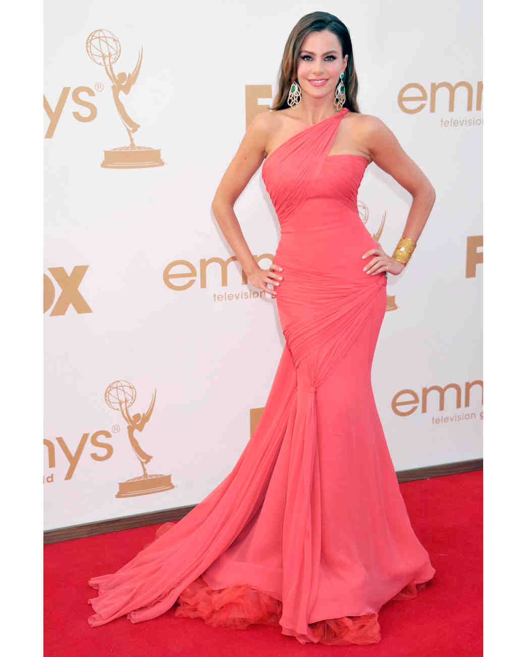 sofia-vergara-red-carpet-emmys-vera-wang-coral-0815.jpg