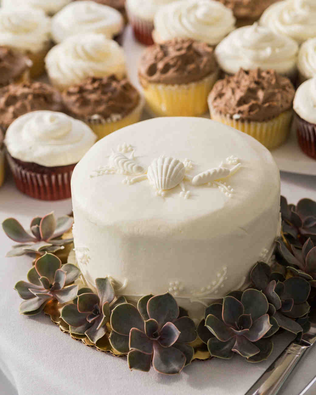 Small Seashell Wedding Cake