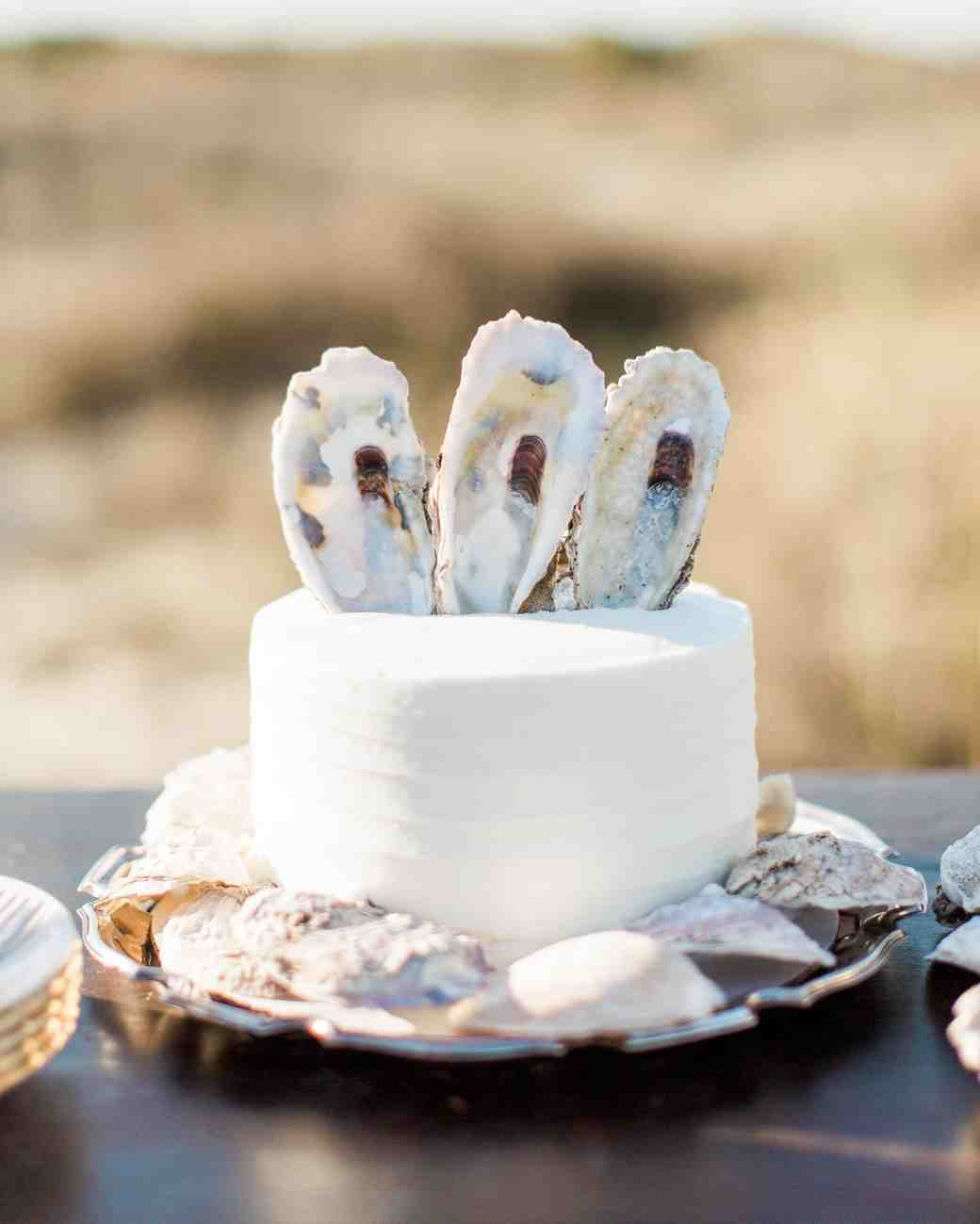 Single-Tiered Cake Decorate with Shells