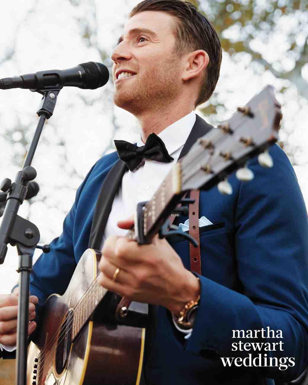 jamie-bryan-wedding-25-cocktails-singing-3389-d112664.jpg