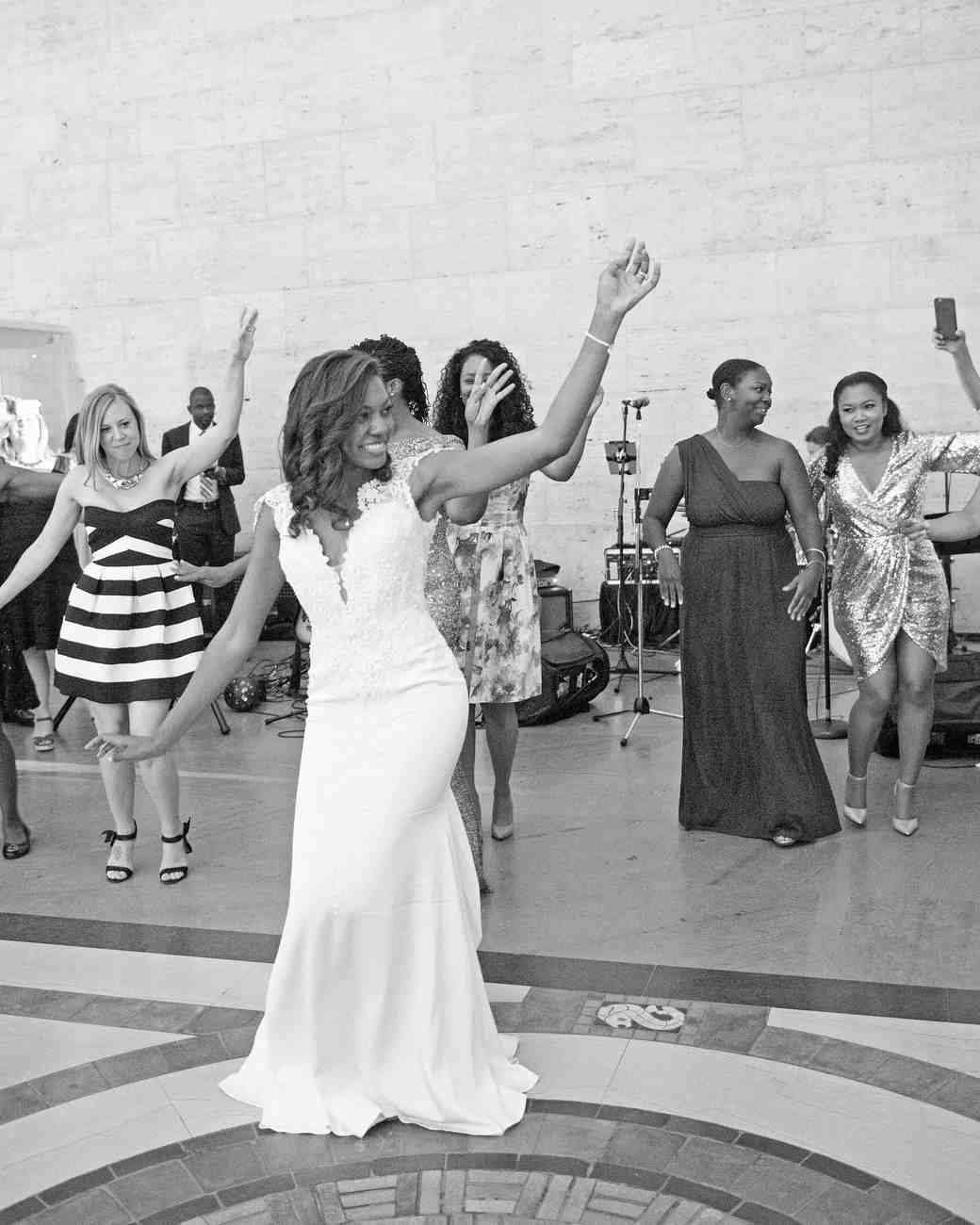 A Traditional Wedding In Detroit Mi: A Detroit Art Museum Wedding With Scottish And Samoan