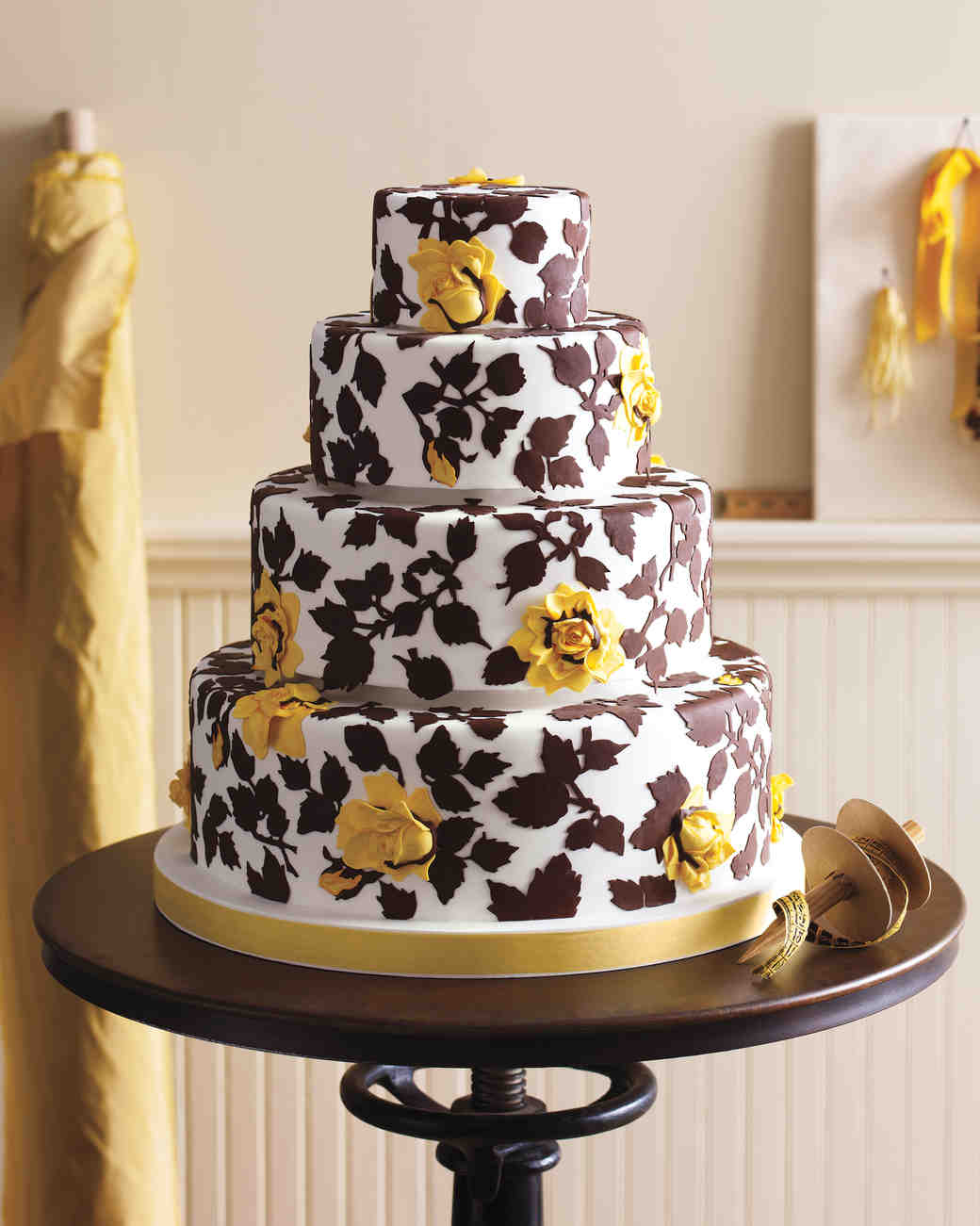 ron-ben-israel-cakes-spring-2010-mwd105426rose4a-0814.jpg