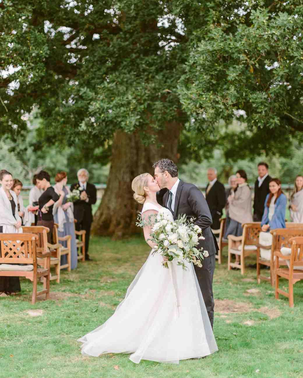 anneclaire-chris-wedding-france-kiss-032-s113034-00716.jpg