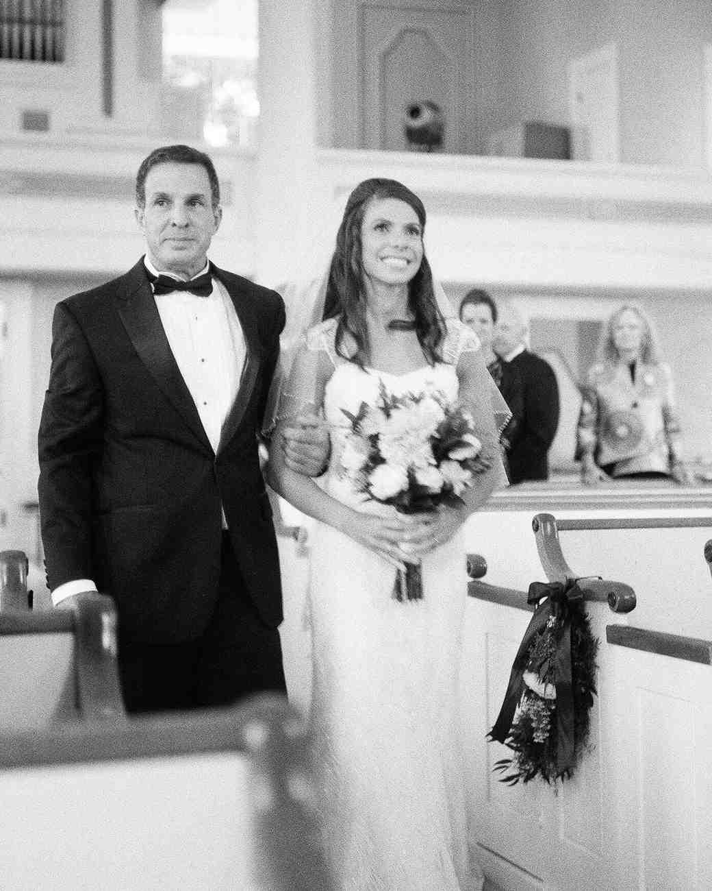 lindsay-garrett-wedding-processional-0501-s111850-0415.jpg