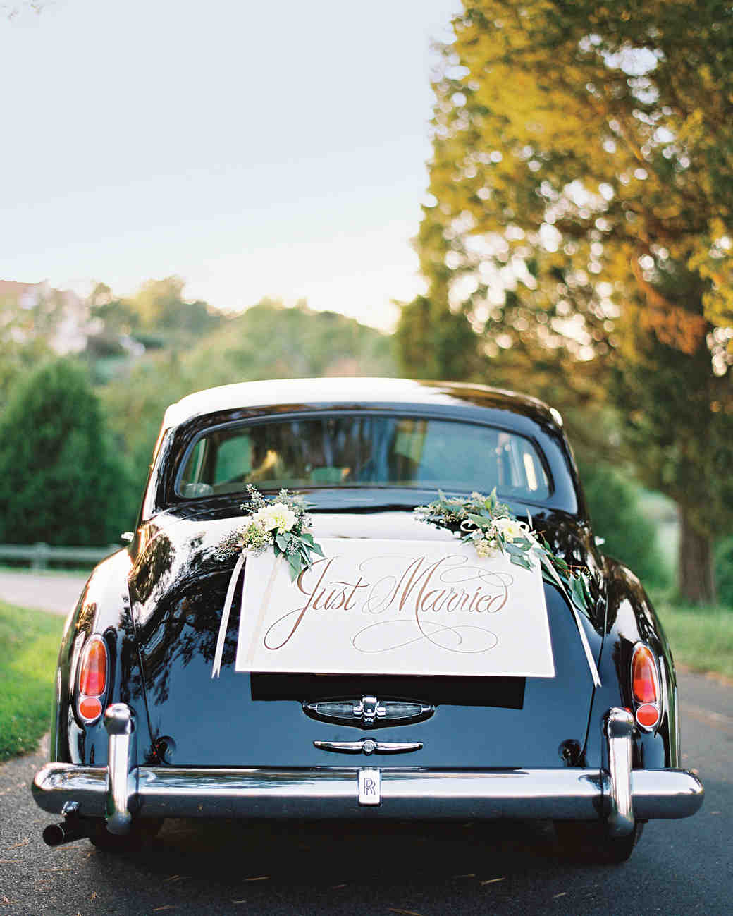 Wedding décor when to customize and refrain