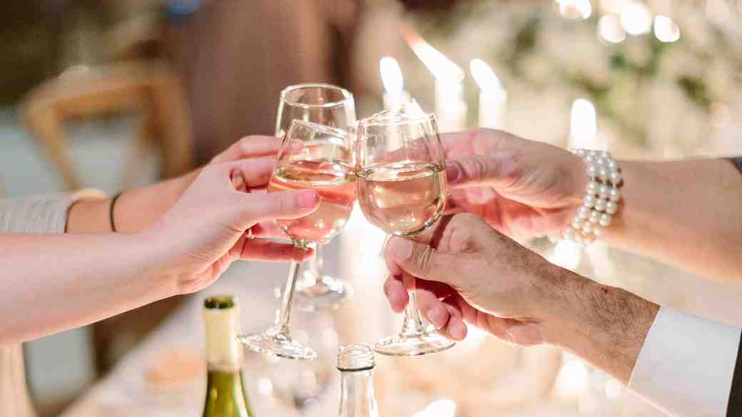 How to Choose the Perfect Bottle of Wine for Dinner at Your In-Laws