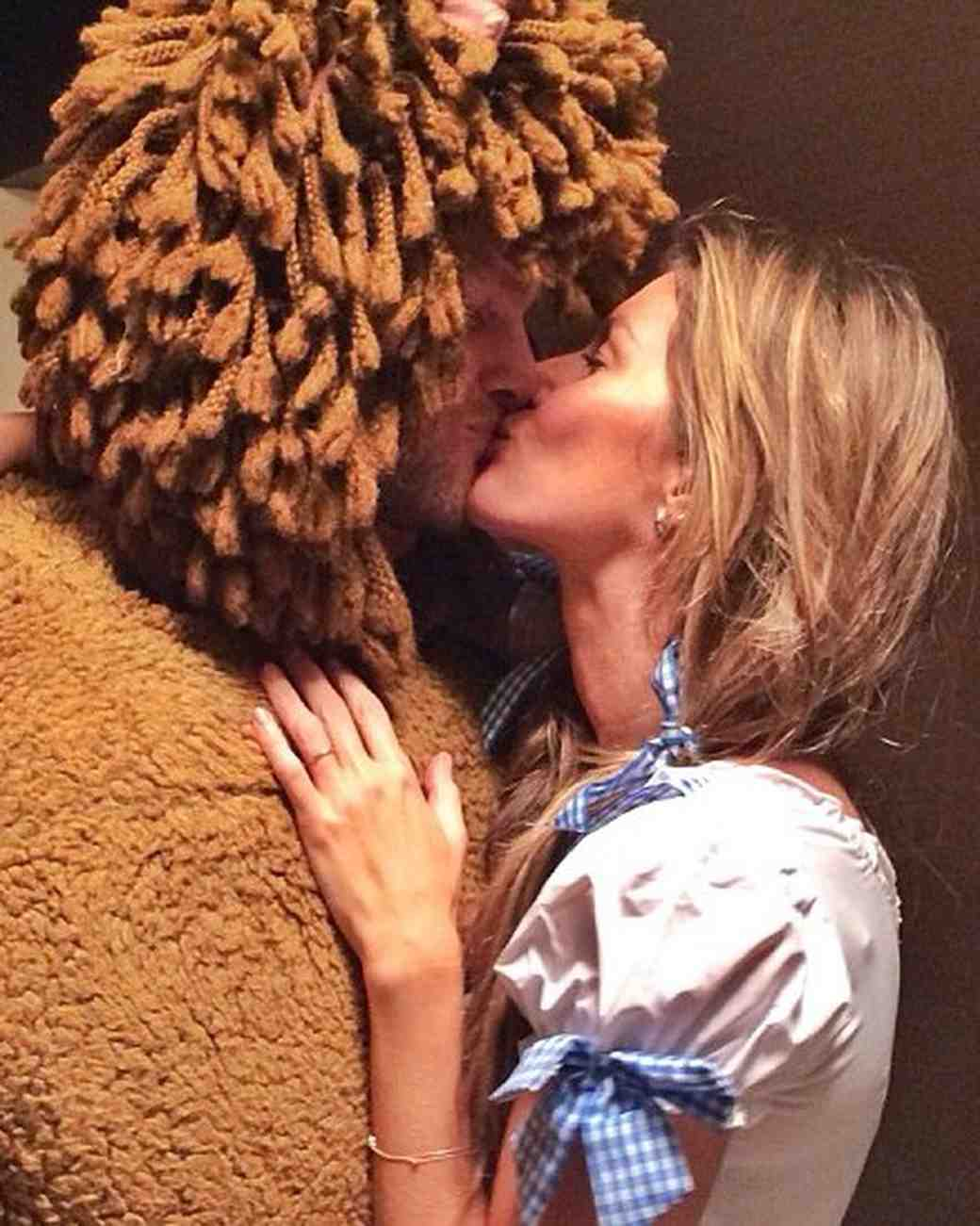 Gisele Bundchen and Tom Brady in Dorothy and Cowardly Lion Halloween Costumes