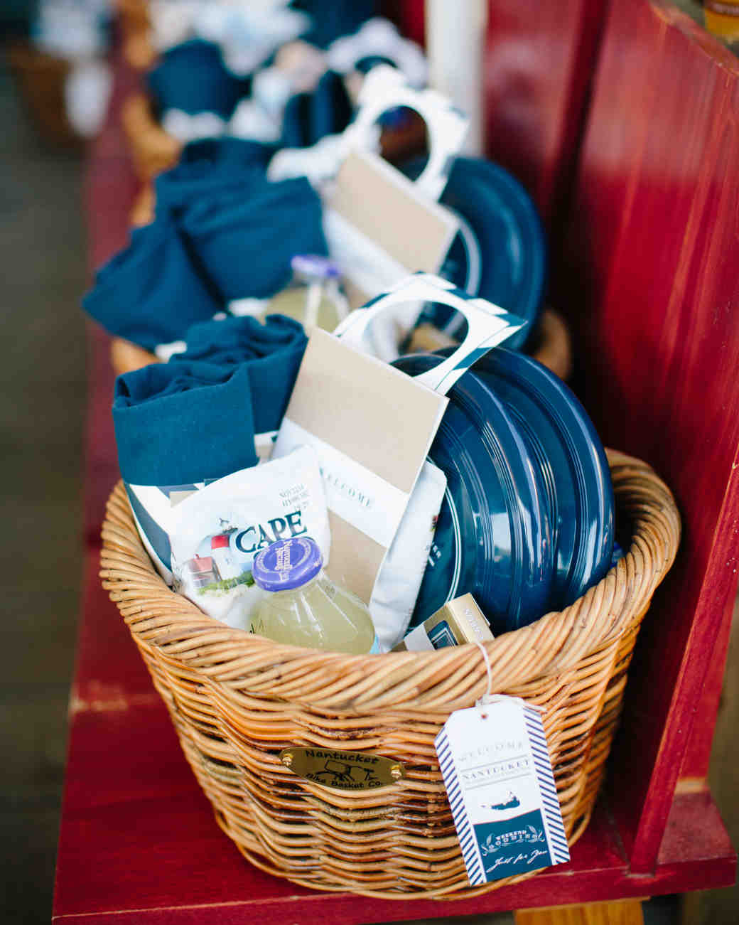 kristen-jonathan-wedding-welcomebasket-0121-s112193-1015.jpg