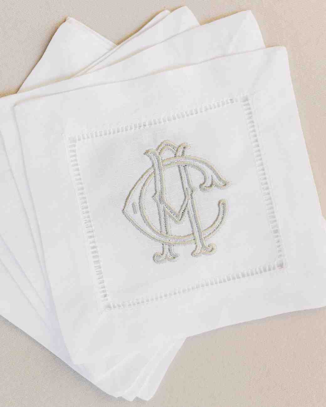 anneclaire-chris-wedding-france-napkins-100-s113034-00716.jpg