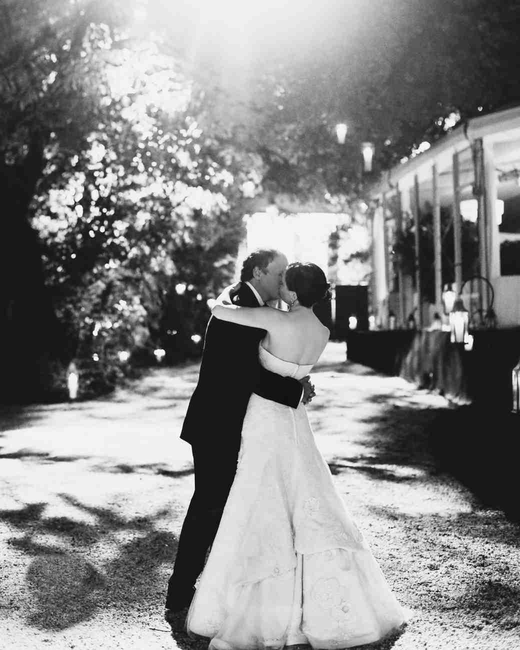 bride-groom-kiss-bw-26134eg5u4291-2902112370-o-mwds110788.jpg
