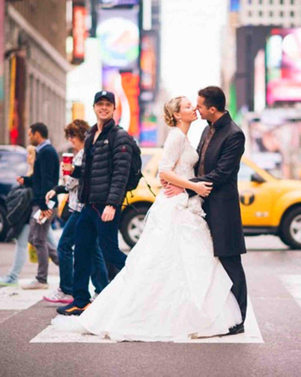 hilarious-wedding-photos-only-in-new-york-zach-braff-1115.jpg
