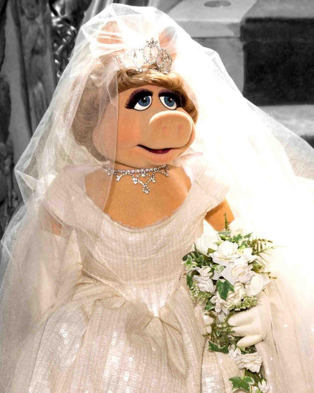 movie-wedding-dresses-muppets-most-wanted-miss-piggy-0316.jpg
