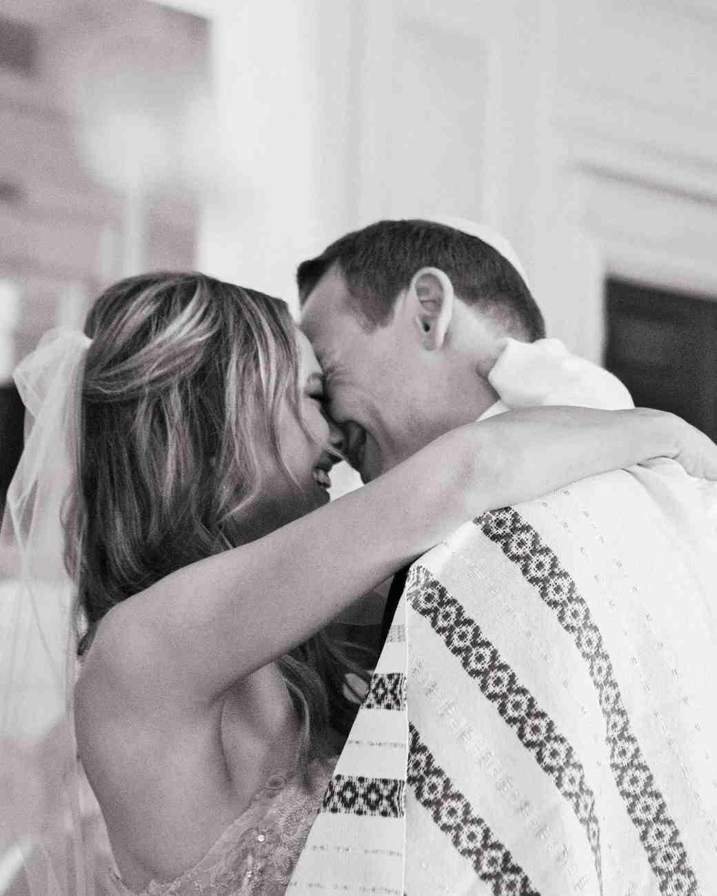rebecca-david-wedding-new-york-newlyweds-kiss-390-d112241.jpg