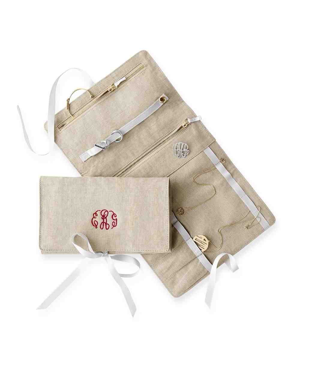 bridal-party-gifts-monogrammed-jewelry-travel-carrier-0416.jpg