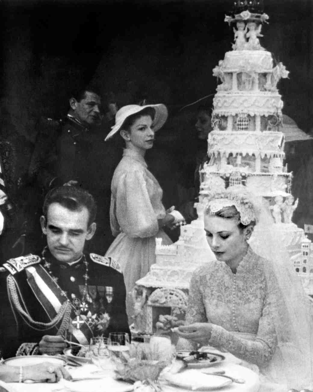 celebrity-vintage-wedding-cakes-grace-kelly-111652580-1015.jpg