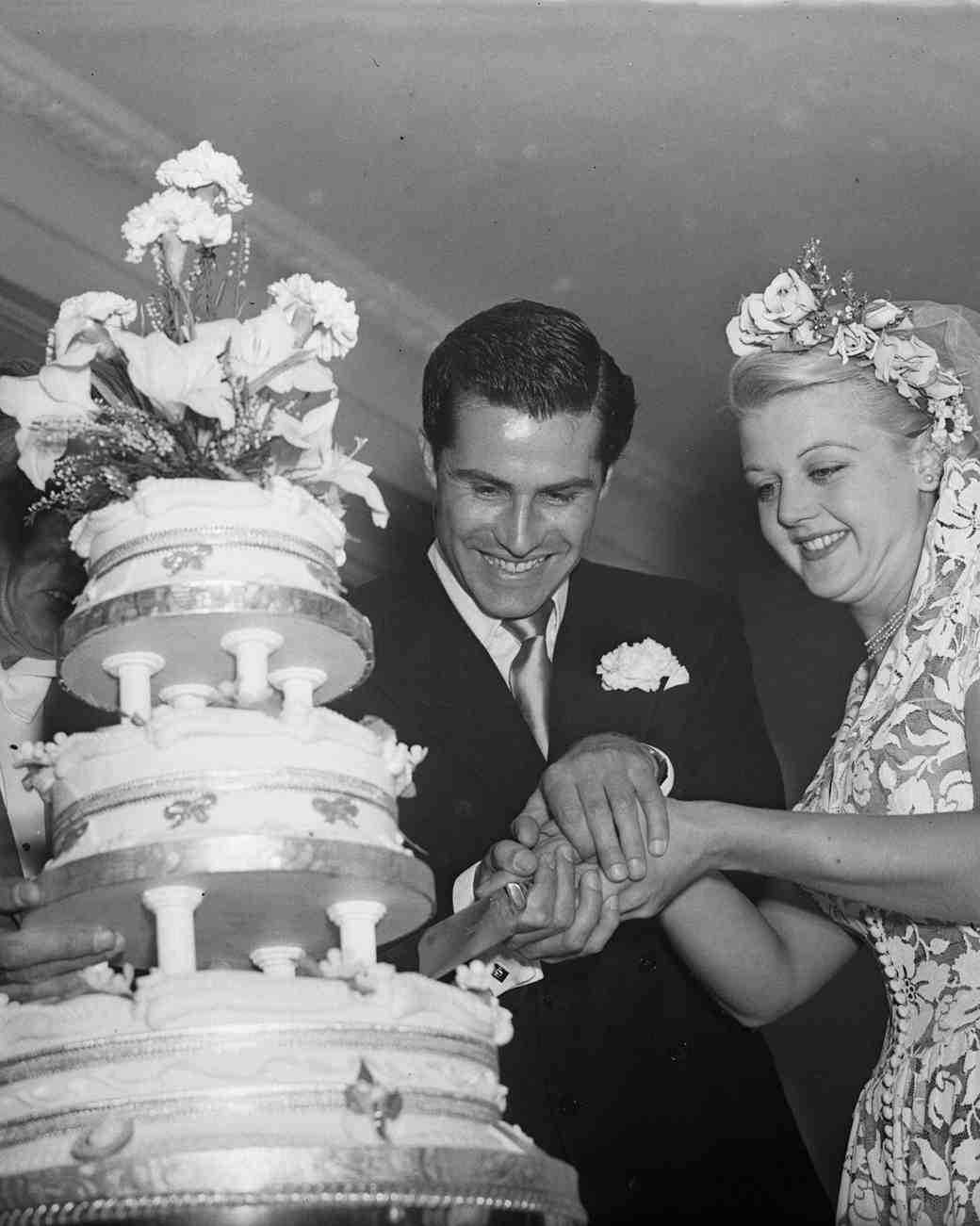 celebrity-vintage-wedding-cakes-angela-lansbury-3426448-1015.jpg