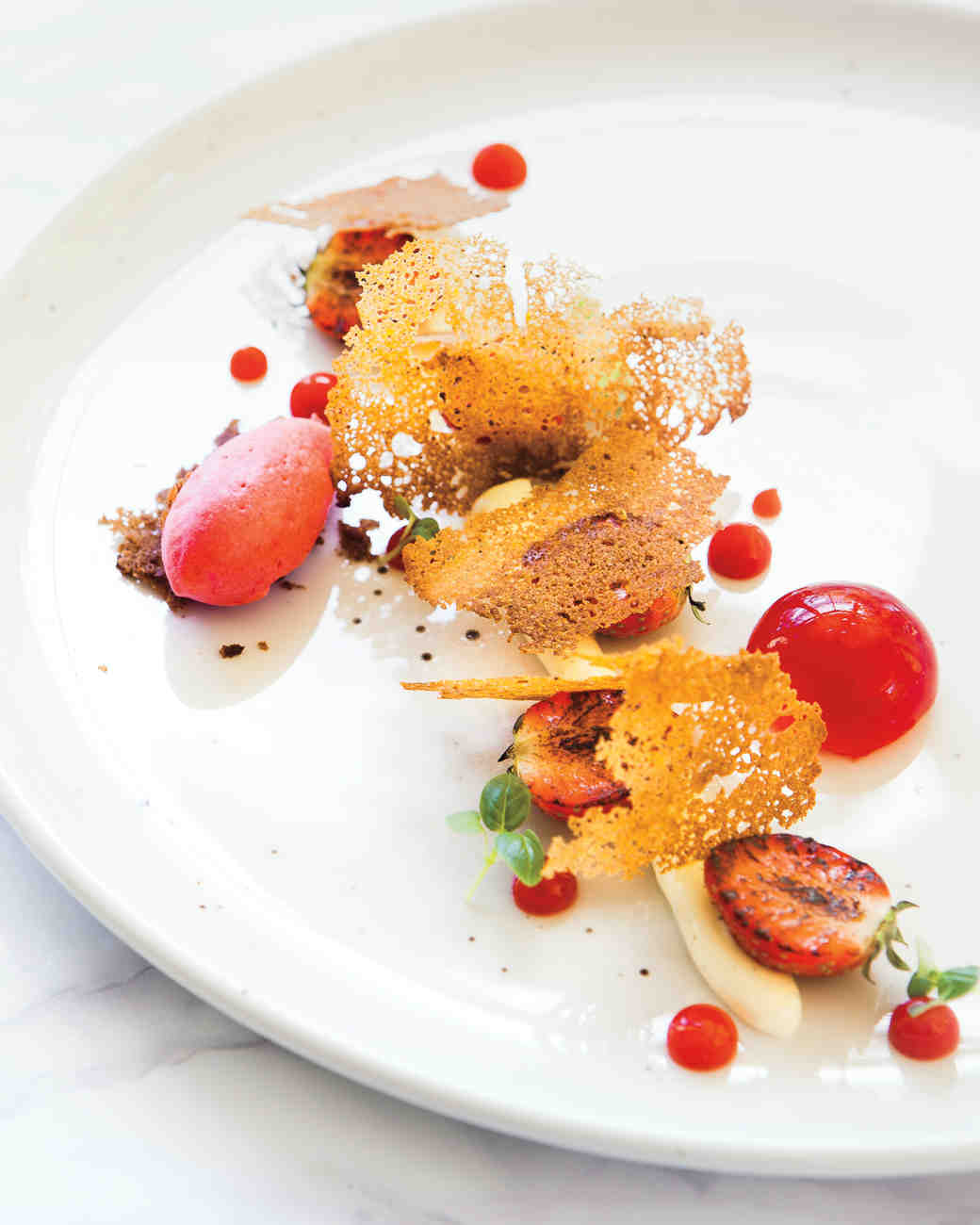 creamed-goats-cheese-with-strawberry-and-gingerbread-s112574.jpg