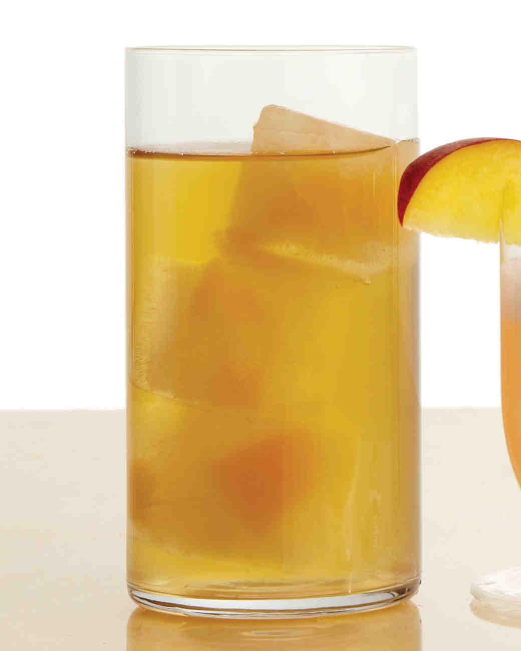 wedding-mocktail-recipes-mwd107050-white-peach-iced-tea-su11-0915.jpg