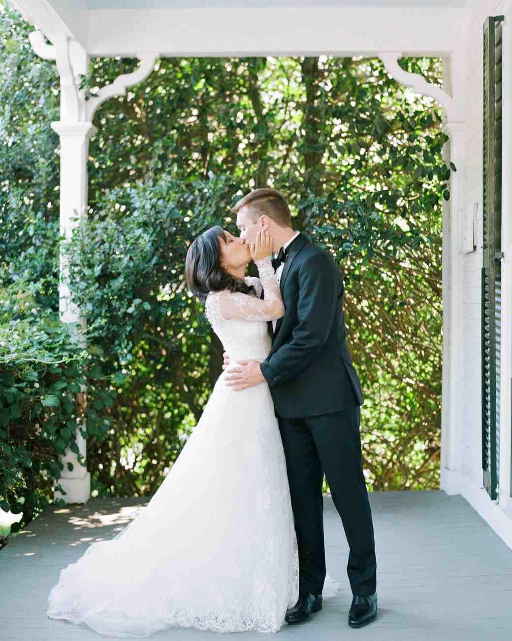 lissy-steven-wedding-newport-kiss-57-elizabethmessina-s112907-0516.jpg