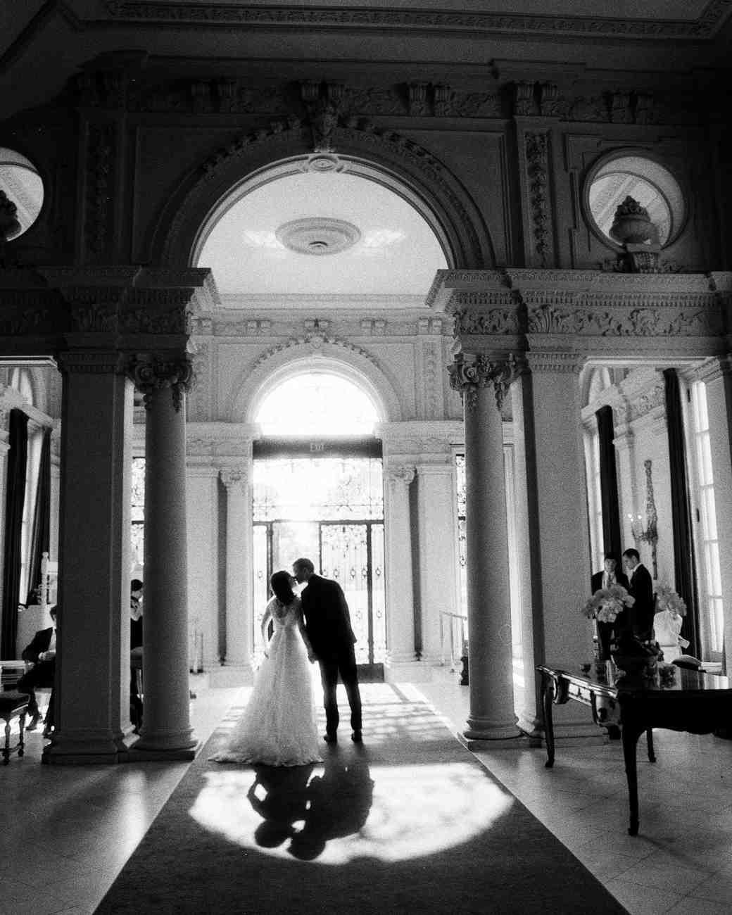lissy-steven-wedding-newport-kiss-86-elizabethmessina-s112907-0516.jpg
