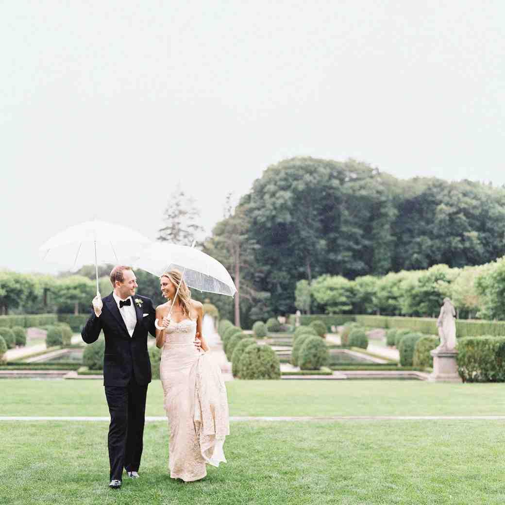 A Rainy, New York Castle Wedding with a Fairy Tale Ending