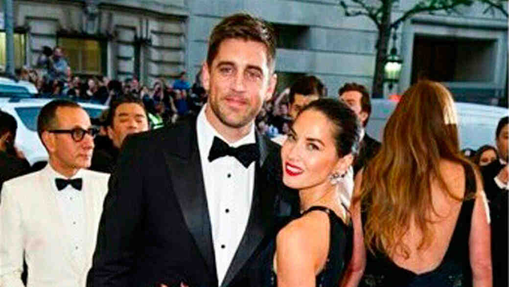 Please Tell Us Olivia Munn Is (Finally?!) Engaged to Aaron Rodgers