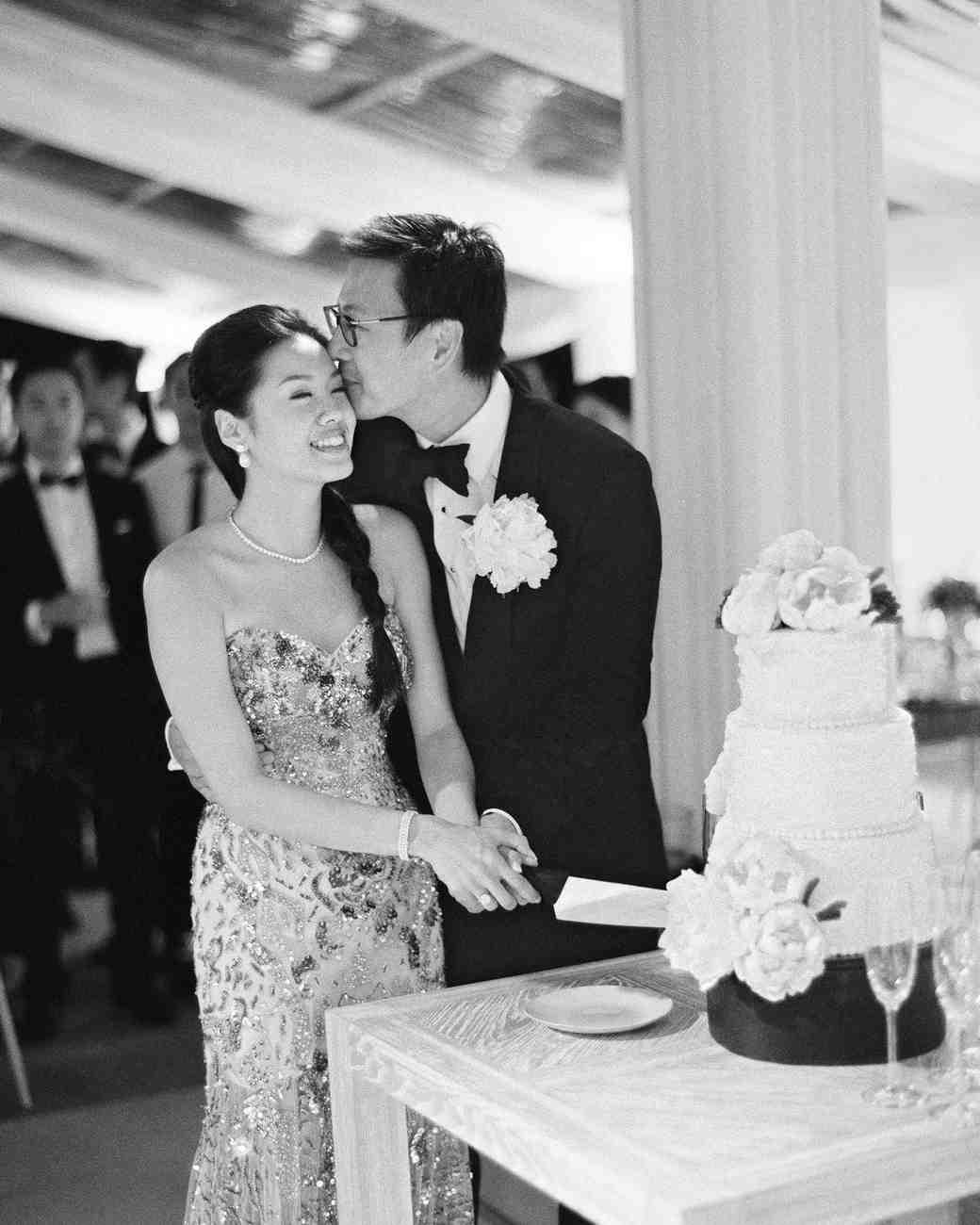 peony-richard-wedding-maldives-couple-cutting-cake-kiss-2276-s112383.jpg