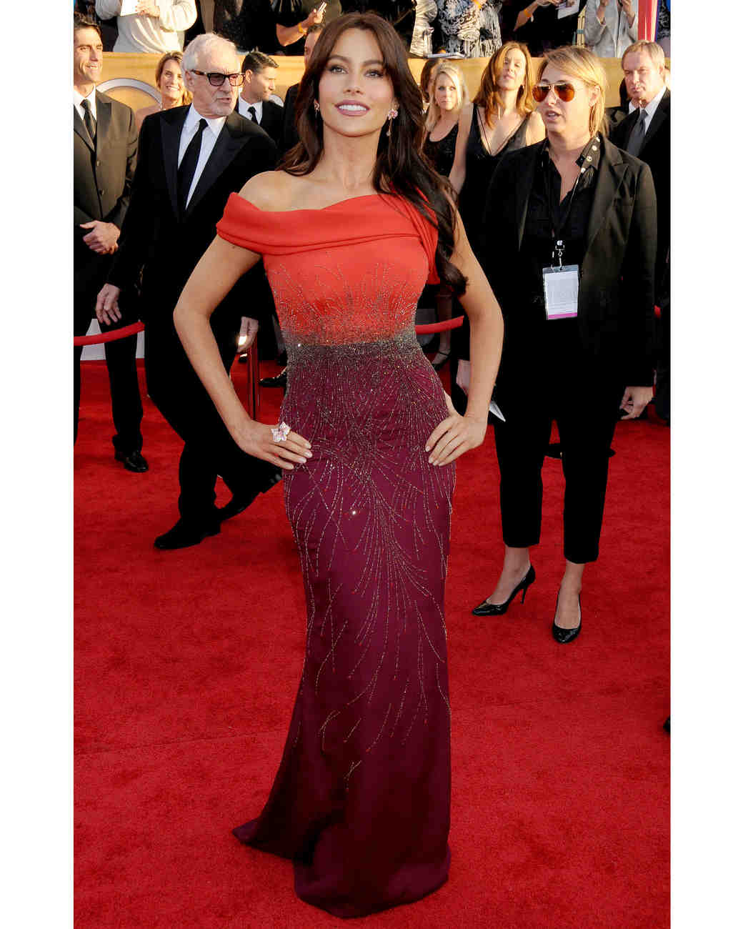 sofia-vergara-red-carpet-sag-awards-carolina-herrera-red-maroon-0815.jpg