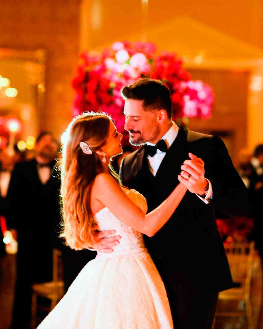celebrity-wedding-moments-sofia-vergara-joe-manganiello-first-dance-1215.jpg