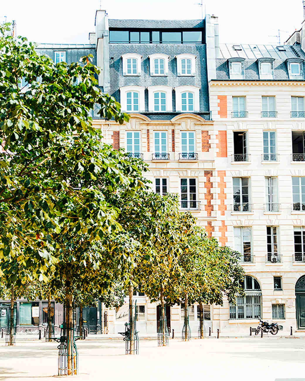 katie-mitchell-photography-where-to-propose-in-paris-place-dauphine-0815.jpg