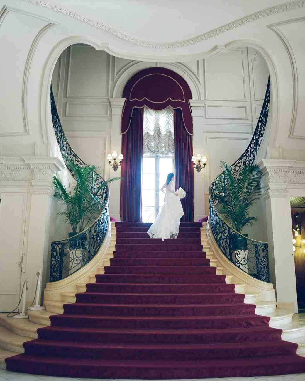 lissy-steven-wedding-newport-bride-stairs-7-elizabethmessina-s112907-0516.jpg