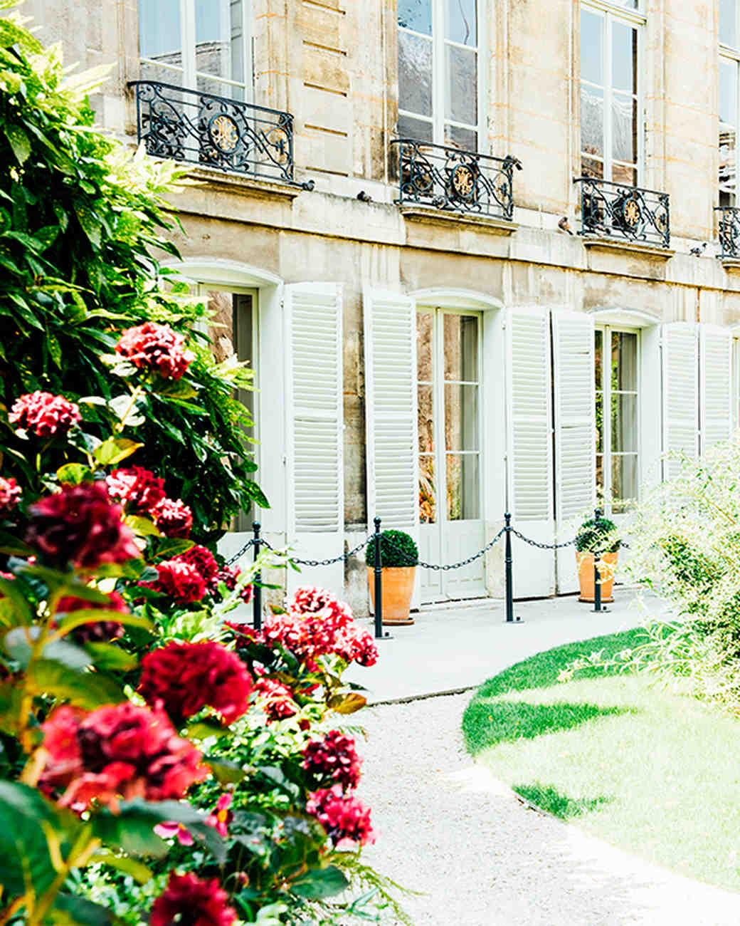 katie-mitchell-photography-where-to-propose-in-paris-jardins-archives-nationales-0815.jpg
