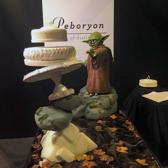 Star War Unique Wedding Cake: You Have To See This Amazing Floating Wedding Cake