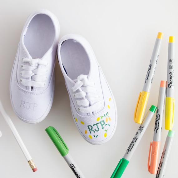 david_stark_design_diy_monogrammed_shoes_4_step_2_1.jpg