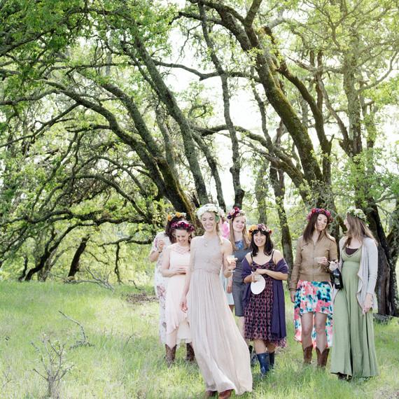 scavenger-hunt-bridal-shower-friends-under-trees-0315.jpg