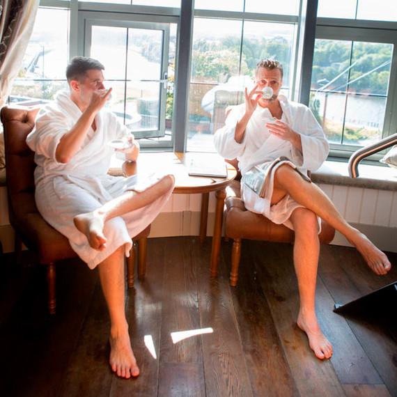 bromantic-photo-shoot-groom-best-man-drinking-coffee-1215.jpg