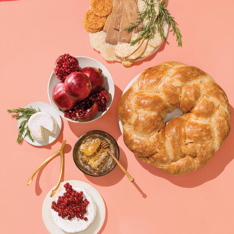 lucky-wedding-ideas-braided-bread-with-fruits-380-d112929-main.jpg
