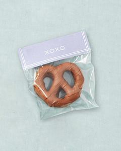 favors-pretzel-mwd107607.jpg