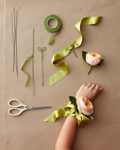 corsage-how-to-306-wd109973.jpg