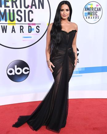 demi lovato american music awards red carpet