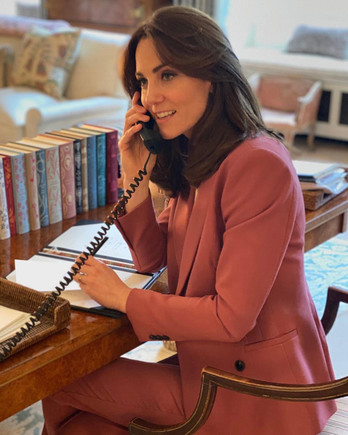 kate middleton talking on phone
