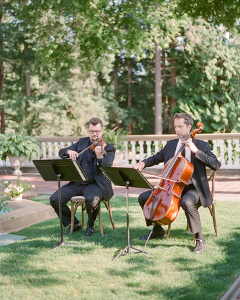 evelyn sam wedding musicians playing during ceremony