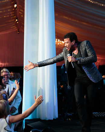 lionel richie performed at a wedding at the greenbrier resort